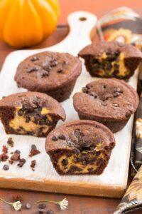 Muffins de tarta de queso con calabaza y chocolate