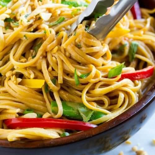 Fideos tailandeses con maní