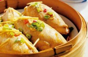 Cómo cocinar pollo en una vaporera de bambú