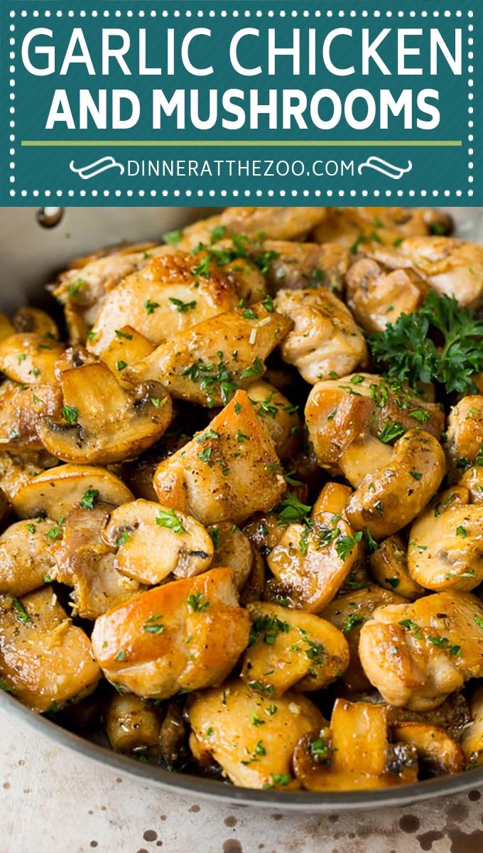 Esta receta de pollo con mantequilla de ajo incluye pollo a la plancha y champiñones salteados, todo en una sabrosa salsa de mantequilla, ajo y hierbas.
