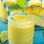 Esta receta de batido de piña y coco es una delicia de frutas tropicales que es saludable y refrescante.  #ANUNCIO