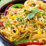Fideos tailandeses de maní